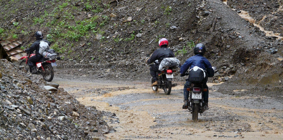 Vietnam Motorbike Hanoi Rental - Touring Motorcycles For Intermediate Riders. Vietnam Motorbike Rental advices and tips for intermediate riders on motorcycle to Vietnam